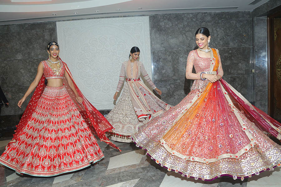 Models-displaying-designer-collections-at-the-Vogue-Wedding-Show-2017