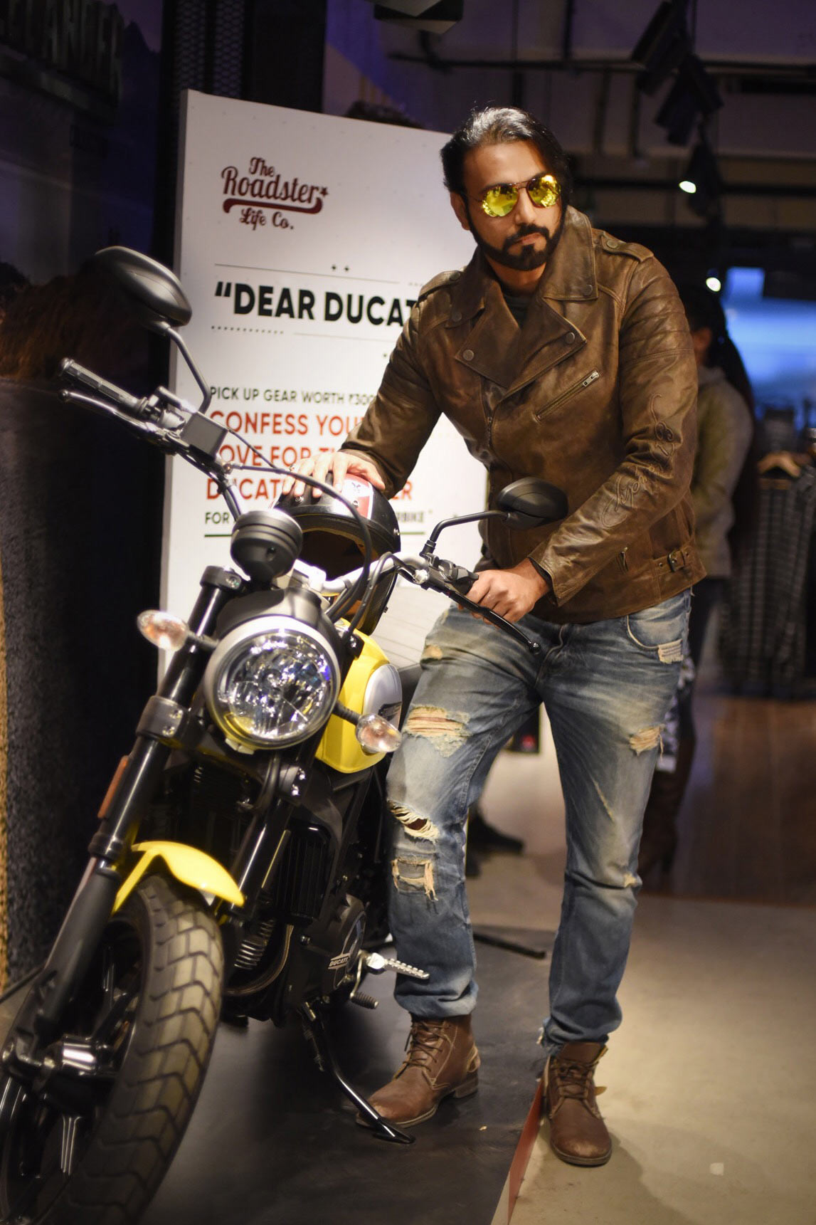 Ducati-and-Roadster-(3)