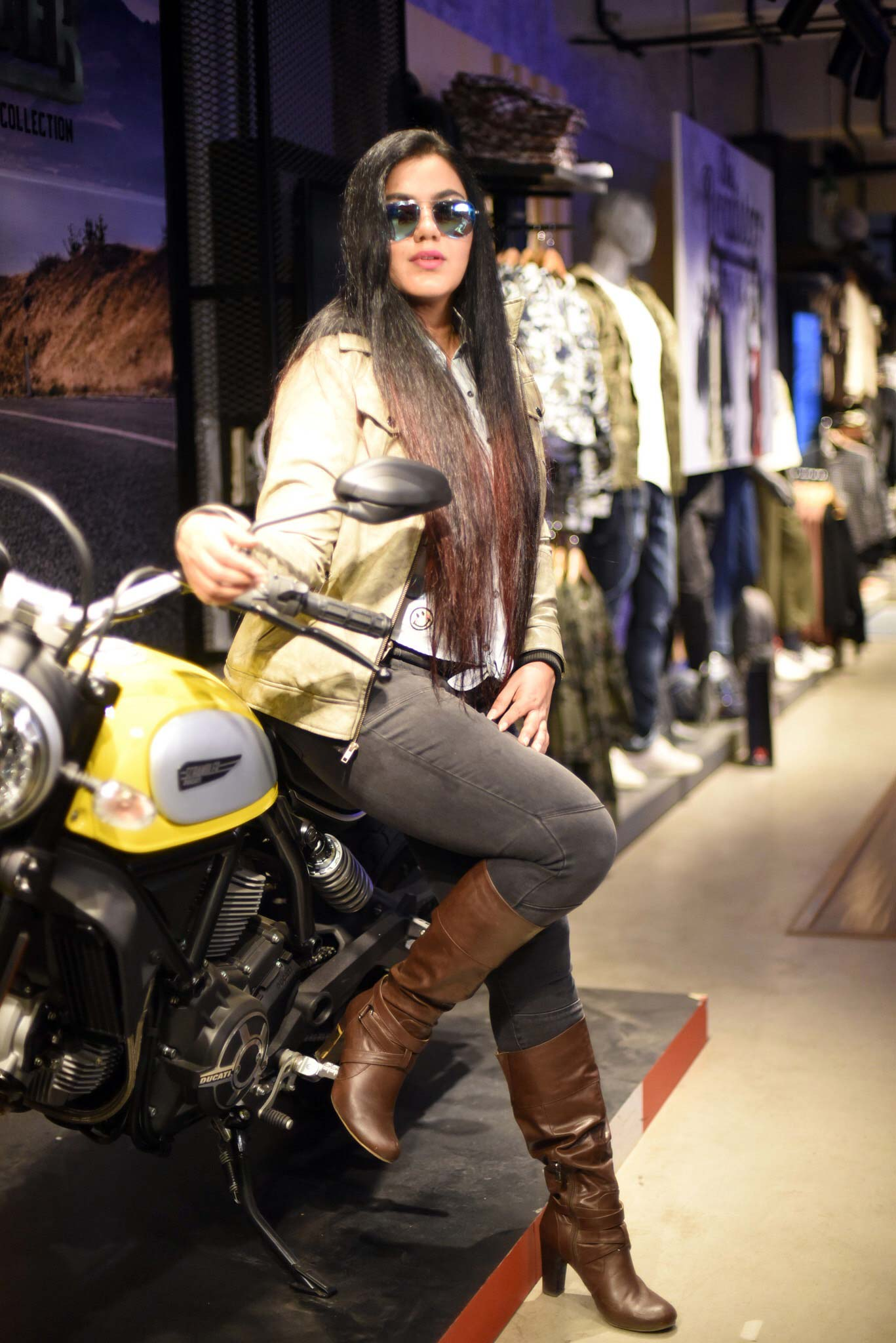 Ducati-and-Roadster-(5)